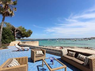 HOUSE WITH DIRECT ACCESS TO THE SEA. R. 00019 - Colonia de Sant Jordi vacation rentals