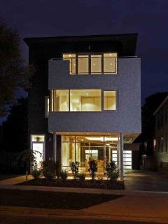 Modern Upcale Executive Home in Central Halifax - Halifax vacation rentals