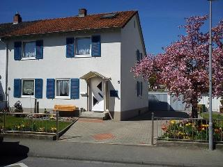 Vacation Apartment in Konstanz - 215 sqft, quiet, comfortable, bright (# 5336) - Konstanz vacation rentals