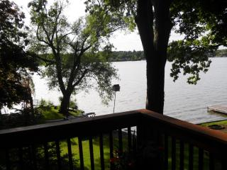 Beautiful 2 bedroom Wonder Lake House with Deck - Wonder Lake vacation rentals