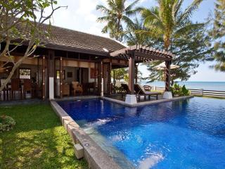 Beachfront Villa, Private Pool, 4BR (Sleeps 5+4) - Mae Nam vacation rentals