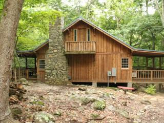 Charming 2 bedroom Cabin in Tyro with Deck - Tyro vacation rentals