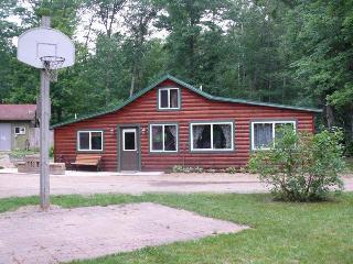 2 bedroom Cabin with Grill in Hayward - Hayward vacation rentals