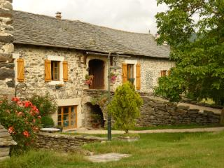2 bedroom Gite with Internet Access in Saint-Hostien - Saint-Hostien vacation rentals