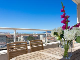 Bristol Park cannes (Luxury Seaview Apartment w/ Airconditioning,Wi-Fi.Parking) - Cannes vacation rentals