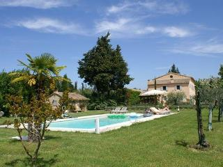 LS2-17 : FIGNOULADO close to Isle sur la Sorgue - Les Vigneres vacation rentals