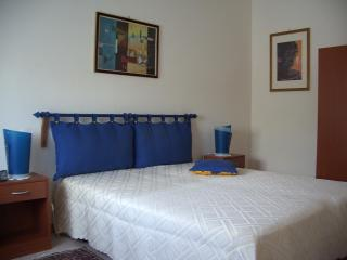 """LA TONNELLE""! house with two rooms and garden - Rilievo vacation rentals"