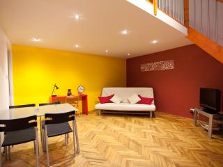 jokai4 apartment downtown budapest from 10 euro ppn (free wifi) - Budapest vacation rentals