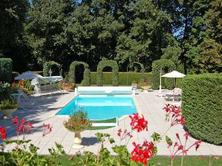 Lovely House with Internet Access and Satellite Or Cable TV - Lencloitre vacation rentals
