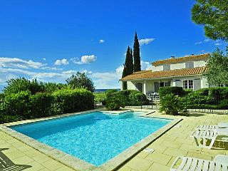 4 bedroom House with Private Outdoor Pool in Sablet - Sablet vacation rentals