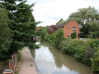 Studio Flat - Sleeps 2 - Canalside  Centre of town - Stratford-upon-Avon vacation rentals