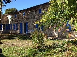 Holiday Home Pujols - Castillon-la-Bataille vacation rentals