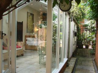 Rose Cottage, a spacious  private studio - East Molesey vacation rentals