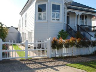 Garden Villa Apartment- Minutes to Beaches and CBD - Devonport vacation rentals