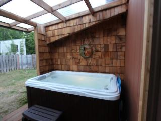 Dog-friendly, mid-century home w/hot tub close to beach! - Yachats vacation rentals