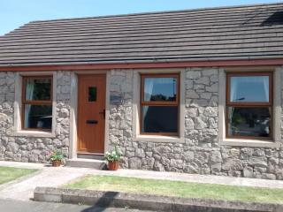 Bright Armagh Cottage rental with Outdoor Dining Area - Armagh vacation rentals