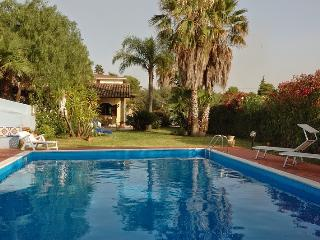 Villa Azzurra con piscina - Trappeto vacation rentals