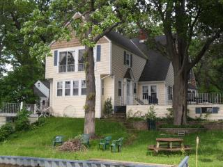 Spacious 4 bedroom Wonder Lake House with Deck - Wonder Lake vacation rentals