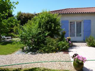Cozy Gite with Dishwasher and Garden in Vianne - Vianne vacation rentals
