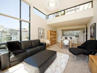 Perfect 2 bedroom House in Edgecliff - Edgecliff vacation rentals