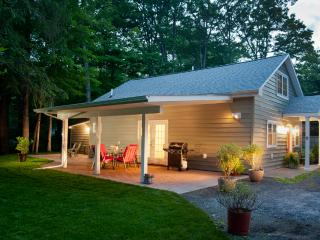 Woodstock Cottage: walk to Town - Woodstock vacation rentals