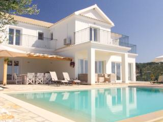 Lovely 4 bedroom Arillas Villa with Deck - Arillas vacation rentals