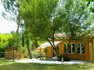 Cozy 2 bedroom Biganos Barn with Internet Access - Biganos vacation rentals