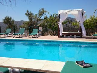 Botin. Beautiful Villa, heated pool, sea views. - Comares vacation rentals
