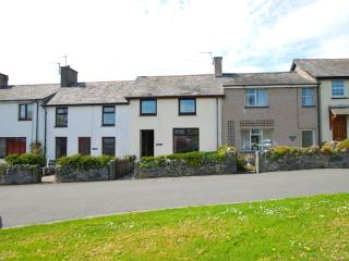 2 bedroom House with Short Breaks Allowed in Criccieth - Criccieth vacation rentals