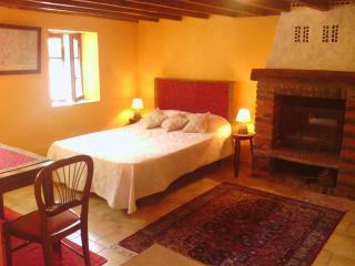 Gite Au Village - Studio - Dicy vacation rentals