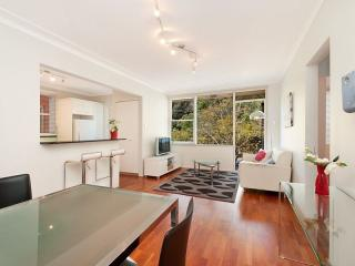 Nice Condo with DVD Player and Satellite Or Cable TV - Mosman vacation rentals