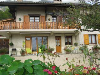Romantic 1 bedroom Claix Gite with Internet Access - Claix vacation rentals
