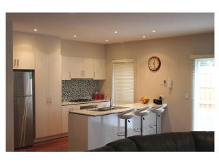 VILLA MONARMA MELBOURNE - LOCATION & SPACE - Melbourne vacation rentals