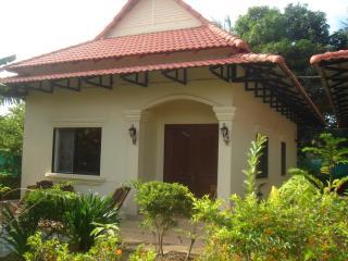 Ar Bungalow Rental Near Spa Doeum Kralagne - Siem Reap vacation rentals