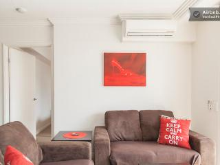 Higgins House - modern 2 bedroom Brisbane unit - Redcliffe vacation rentals