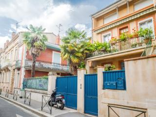 Charming Condo with Internet Access and Dishwasher - Toulouse vacation rentals