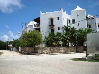 Perfect Condo with Internet Access and Patio - Playa del Carmen vacation rentals