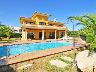 VILLA BELLAVISTA: 6 bedrooms, private pool, bbq - Calpe vacation rentals