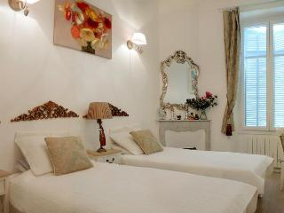 Lorranu, Beautiful 2 Bedroom Apartment in Cannes - Cannes vacation rentals