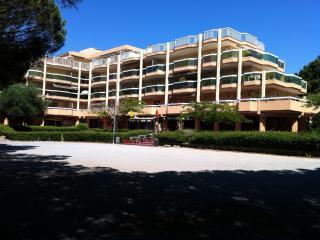 Studio pr 4 avec grande terrasse et parking privé - Saint-Maxime vacation rentals