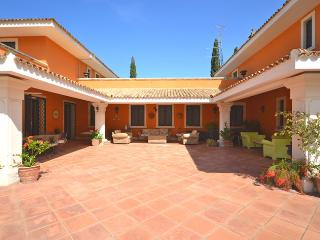 Perfect 8 bedroom Lequile House with Internet Access - Lequile vacation rentals