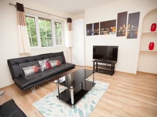 Tower Bridge (3 Bedroom London Apartment) - London vacation rentals