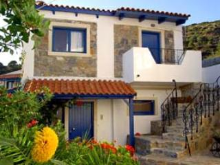 Comfortable 2 bedroom Fourni Korseon Condo with Internet Access - Fourni Korseon vacation rentals