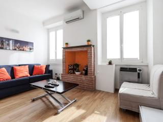 Modern studio a few minutes by foot from the Dome - Monza vacation rentals