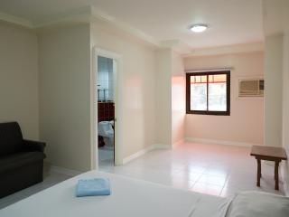 KING ROOM ANGELES CITY - Angeles vacation rentals