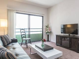 HOLLYWOD 2+2 LUXURY APT-WALK OF FAME+FREE PKG+POOL - Los Angeles vacation rentals