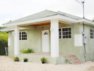 Perfect House with A/C and Tennis Court in Grand Bahama - Grand Bahama vacation rentals