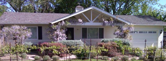 French Country Cottage & Vineyard w/ Hot Tub - Kenwood vacation rentals