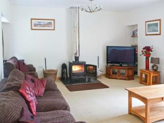 GLEN VIEW, barn conversion with woodburner, en-suites, pet-friendly, next to a glen, near Beauly, Ref 913531 - Struy vacation rentals