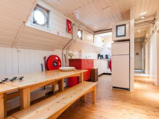 De Cornelia. A large Houseboat for up till 14 persons near the centre of Amsterdam - Amsterdam vacation rentals